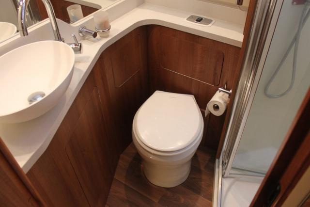 Toilette montiert 2.
